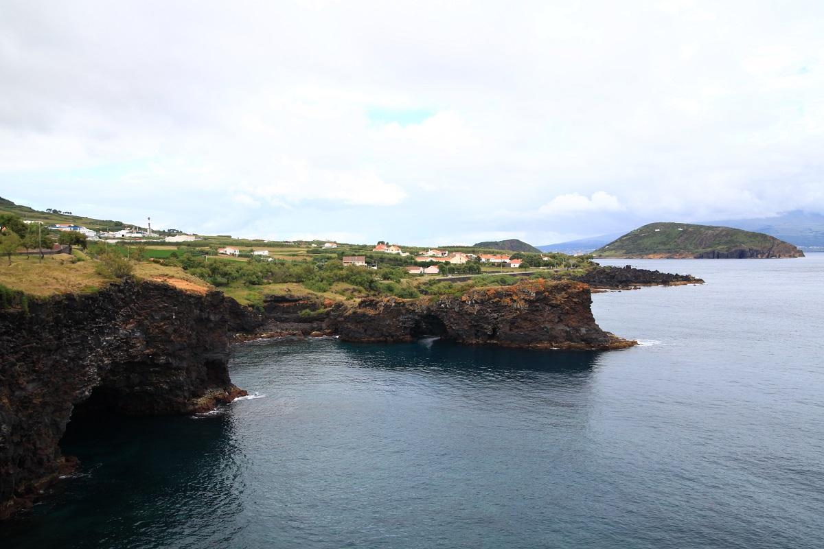 Küstenlinie an der Panoramastraße in Castelo Branco