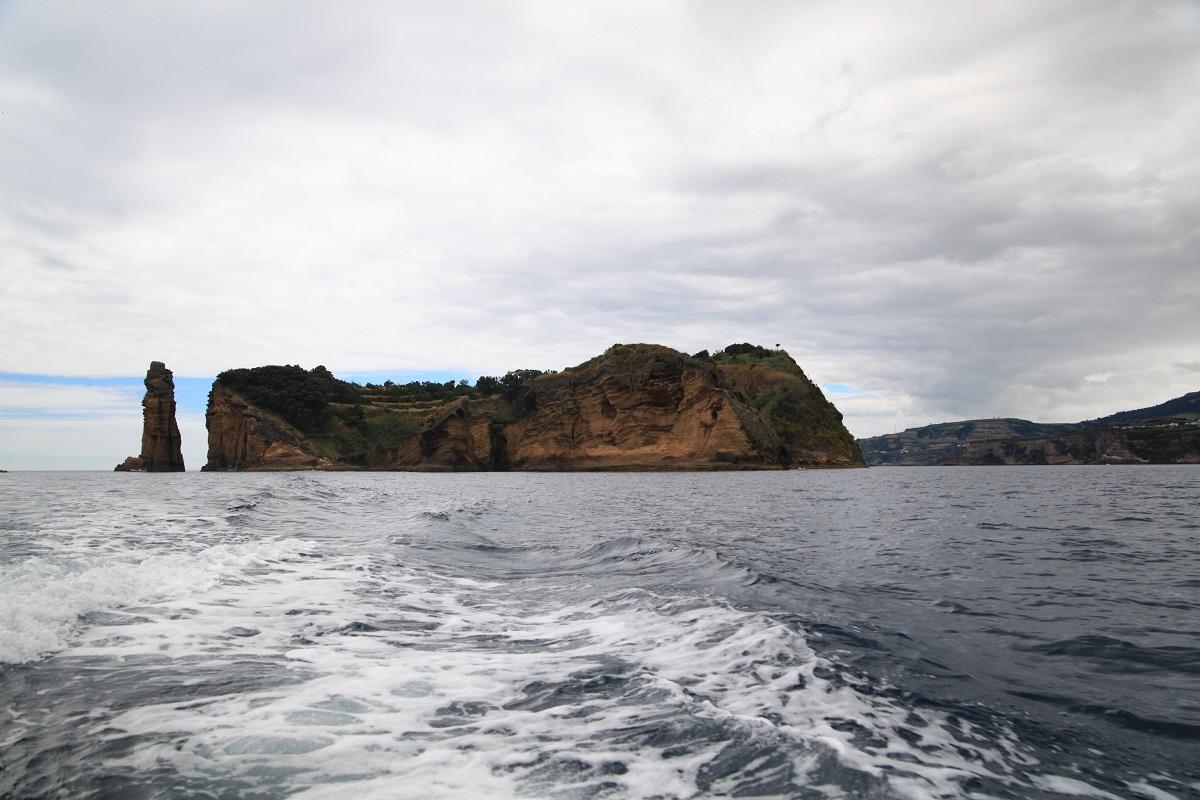 Blick zurück auf die Insel Ilheu da Vila