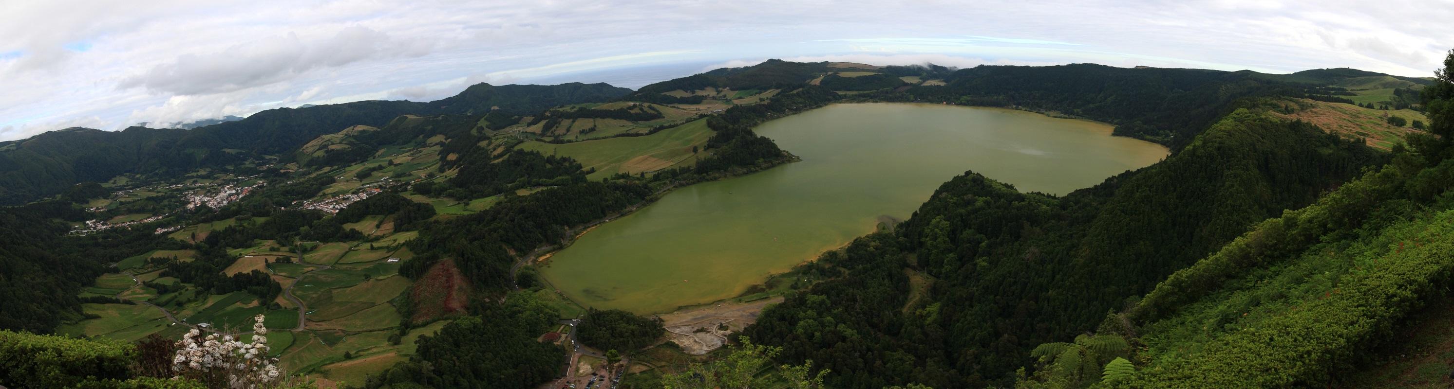 Ausblick vom Pico do Ferro auf Furnas